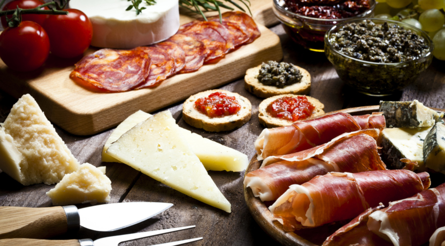 charcuterie, fromage, tapenade
